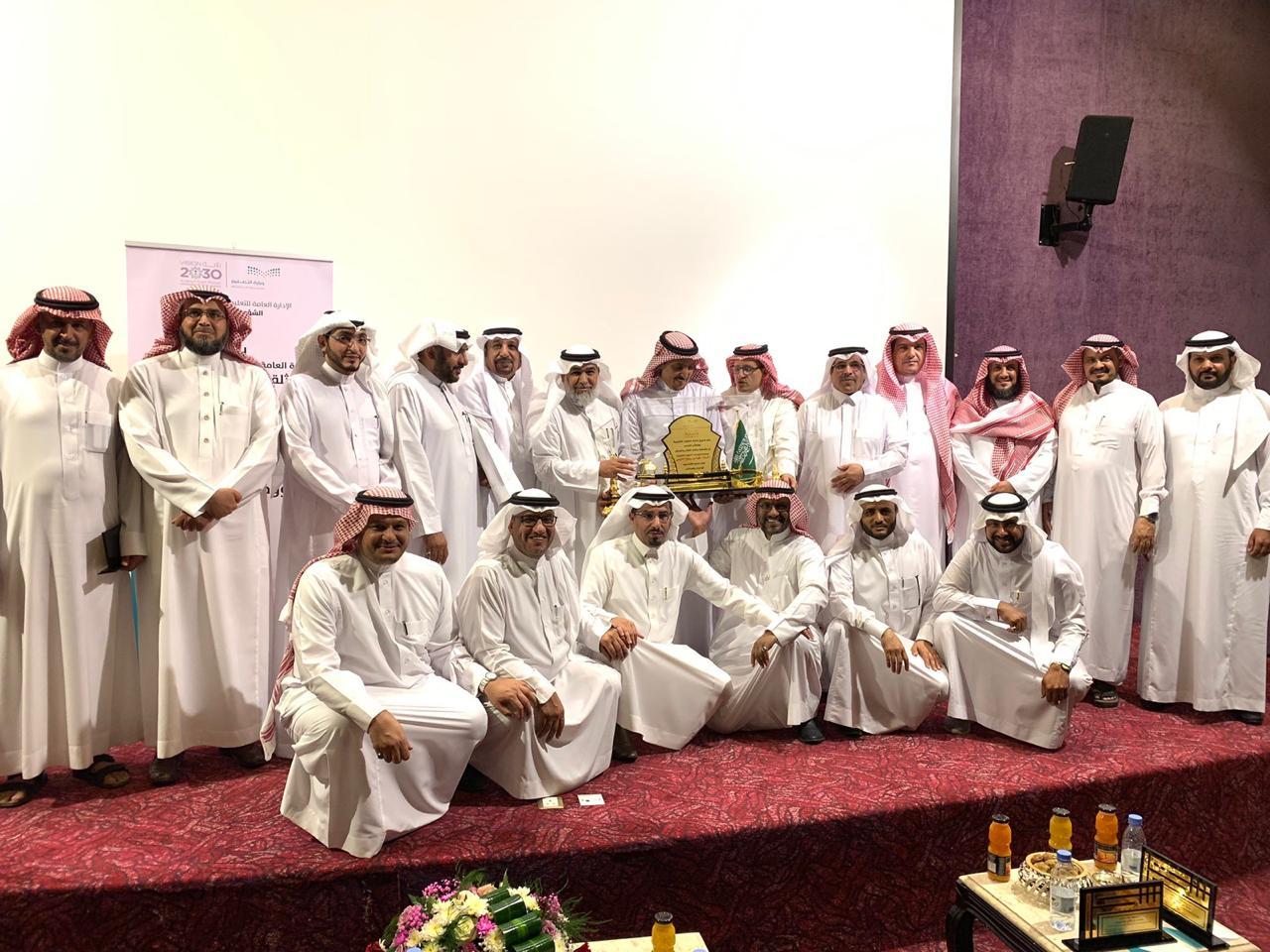 اللهيبي يرعى الحفل التكريمي الذي نظمته الشؤون التعليمية للبنين