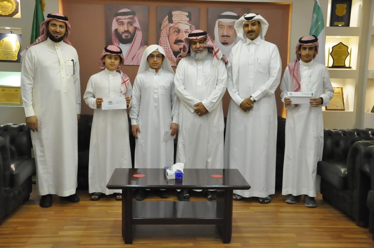 37 ألف ريال من مدير تعليم الطائف للطلاب الفائزين في مسابقة القرآن الكريم والسنة النبوية